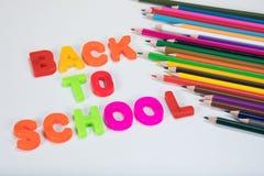 De nuevo a letras del alfabeto de la escuela y a lápices del color Foto de archivo libre de regalías