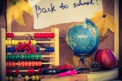 De nuevo a los regalos del otoño de las fuentes de escuela de la escuela Fotografía de archivo libre de regalías