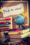 De nuevo a los regalos del otoño de las fuentes de escuela de la escuela Imágenes de archivo libres de regalías