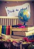 De nuevo a los regalos del otoño de las fuentes de escuela de la escuela Foto de archivo libre de regalías