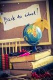 De nuevo a los regalos del otoño de las fuentes de escuela de la escuela Fotografía de archivo