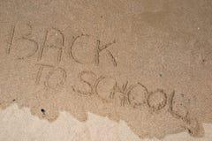 De nuevo a muestra de la escuela en la arena de la playa Fotografía de archivo