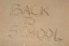 De nuevo a muestra de la escuela en la arena de la playa Imagenes de archivo