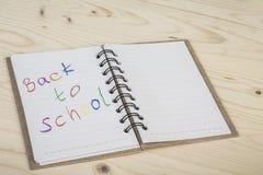 De nuevo a plantilla de la escuela con un cuaderno Imagen de archivo