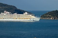 De oase van het Overzees kruist schip in de Middellandse Zee in La Spezia stock foto's