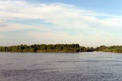 De Ob-Rivier dichtbij de stad van Barnaul Stock Fotografie