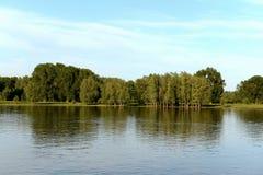 De Ob-Rivier dichtbij de stad van Barnaul Stock Foto