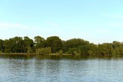 De Ob-Rivier dichtbij de stad van Barnaul Stock Foto's