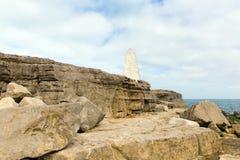 De obelisk Portland Bill Isle van het zuiden van Portland Dorset Engeland het UK van het eiland waarschuwt schepen van gevaar Stock Foto