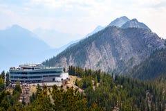 De Observatiedek van de gondeltop op Zwavelberg in Banff Stock Afbeeldingen