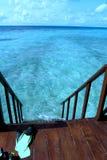 De oceaan is beneden juist stock afbeelding