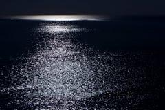 De oceaan door Maanlicht Royalty-vrije Stock Afbeelding