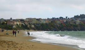 De oceaan en het Land komen samen Stock Foto's