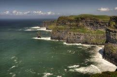 De oceaan en het landschap van klippen Stock Afbeelding