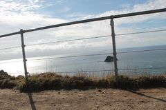 De oceaan en de Rots overzien, Recente Middag stock fotografie