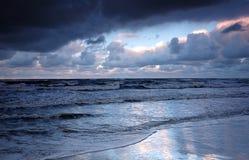 De oceaan van de zonsondergang Stock Afbeeldingen