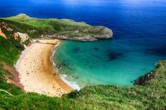 de oceaan van het landschapsstrand in Asturias, Spanje Stock Afbeeldingen