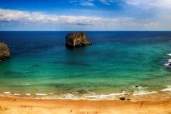 de oceaan van het landschapsstrand in Asturias, Spanje Stock Foto's