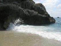 De oceaangolven van ` s bij zijn schoonheid stock afbeeldingen