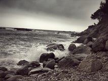 De oceaanhemel en de golven van Storm Stock Foto's