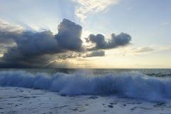De oceaanstralen van de Zonsondergangzon Royalty-vrije Stock Fotografie
