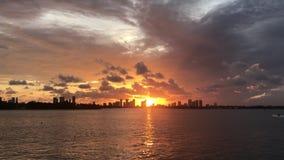 De oceaanzonsondergang van Miami Florida stock video