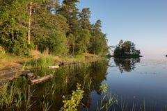 De ochtend over het meer, Valaam-eiland ontwaakt stock afbeelding