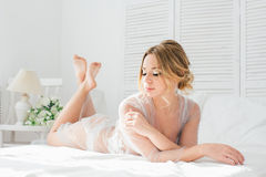 De ochtend van de boudoirbruid ` s Stock Afbeeldingen