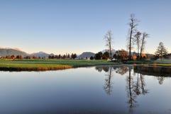 De ochtend van de herfst in golfcursus Stock Foto