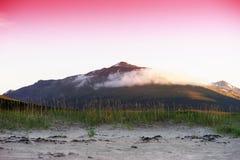 De ochtendpiek van Noorwegen met wolkenachtergrond Stock Afbeelding