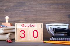 30 de octubre calendario de madera del primer Planeamiento del tiempo y fondo del negocio Fotos de archivo