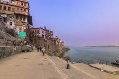 31 de octubre de 2014: Costa de la ciudad santa de Varanasi, la India Foto de archivo libre de regalías