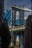 23 de octubre de 2016 - el puente de Manhattan enmarca el Empire State Building, NY NY Imagen de archivo