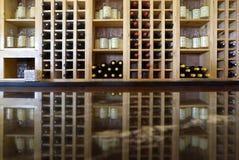 11 de octubre de 2015: Estante del vino en un viñedo en Cape May NJ Fotografía de archivo libre de regalías