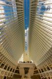 24 de octubre de 2016, interior del edificio de Oculus, pasillo principal del nuevo Oculus, el eje del transporte del World Trade Imagen de archivo libre de regalías