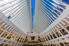 24 de octubre de 2016, interior del edificio de Oculus, pasillo principal del nuevo Oculus, el eje del transporte del World Trade Foto de archivo libre de regalías