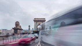 16 de octubre de 2016 Lapso de tiempo Tráfico en el puente de cadena Budapest almacen de video