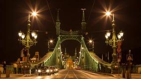 17 de octubre de 2016 Lapso de tiempo Tráfico en el puente de la libertad Budapest almacen de video