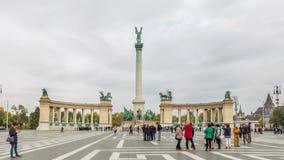 19 de octubre de 2016 Lapso de tiempo Turistas en cuadrado de los héroes Budapest metrajes