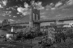24 de octubre de 2016 - puente de BROOKLYN, NUEVA YORK - de Brooklyn y visto en la hora mágica, puesta del sol, NY NY Foto de archivo libre de regalías