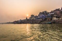 31 de octubre de 2014: Puesta del sol en Varanasi, la India Fotografía de archivo