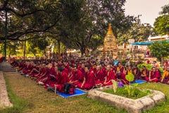 30 de octubre de 2014: Reunión de monjes tibetanos en Bodhgaya, la India Foto de archivo libre de regalías