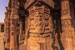 27 de octubre de 2014: Ruinas del Qutb Minar en Nueva Deli, la India Fotografía de archivo