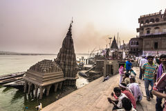31 de octubre de 2014: Templo hindú doblado en Varanasi, la India Fotos de archivo