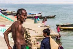 31 de octubre de 2014: Viejo hombre en Varanasi, la India Imagen de archivo