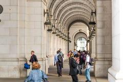 2 de octubre de 2014: Washington, DC - gente que viaja a través de la unión Imagenes de archivo