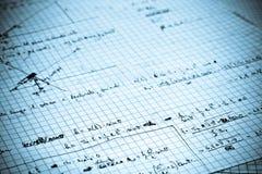 De oefening van de fysica die op een Witboek wordt geschreven royalty-vrije stock afbeeldingen