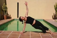 De Oefening van de ochtend door de pool royalty-vrije stock afbeelding