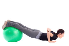 De Oefening van de opdrukoefening met de Bal van de Gymnastiek Royalty-vrije Stock Foto's