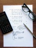De oefeningen van de fysica die op een Witboek worden geschreven royalty-vrije stock foto